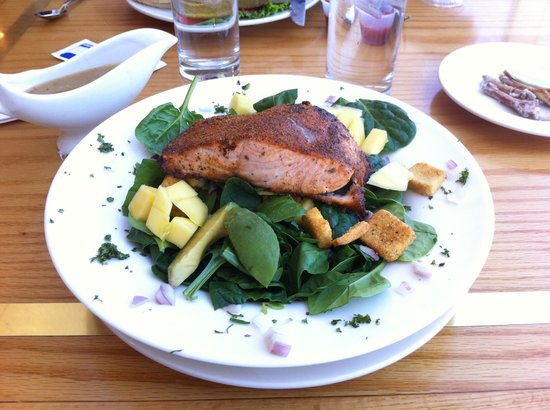 Clarion Resort Fontainebleau Hotel: Salmon on a mango salad