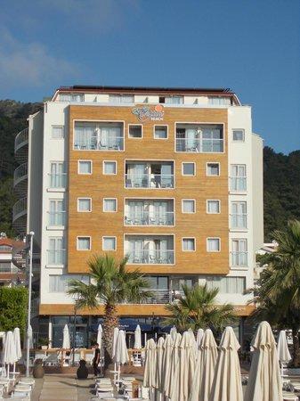 Hotel Cettia Beach Resort: Beach view of hotel
