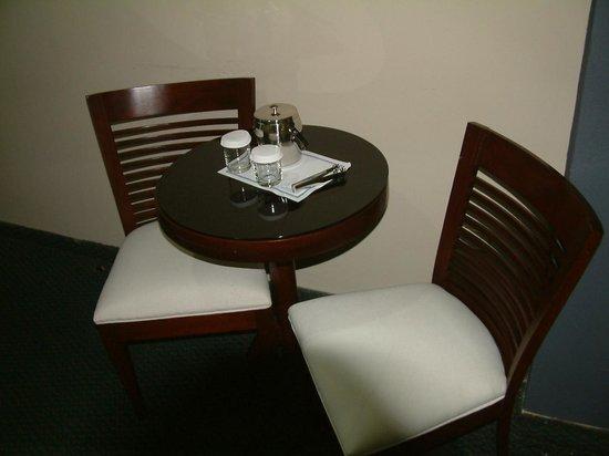 Hodelpa Centro Plaza Hotel: IN-ROOM SEATING