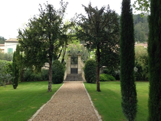 La Bastide de Boulbon: Gate into property