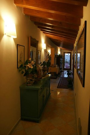 Entrance hall to the flat - Picture of B&B Terrazze di Montelusa ...