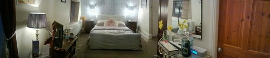 The Clontarf Hotel: Premier room - massive & well furnished