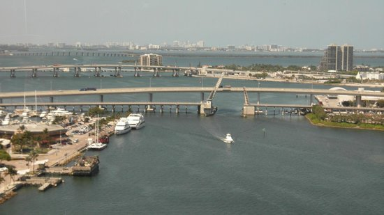 InterContinental Miami : Vista del puerto desde el piso 23