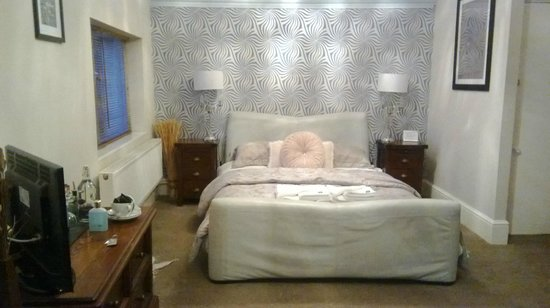 The Clontarf Hotel: bedroom