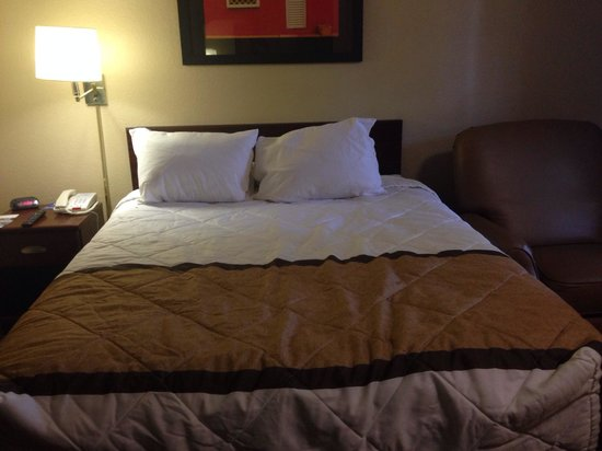 Extended Stay America - Jackson - North: view of bed inside the room queen handicap