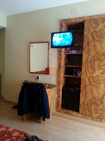 Presidente Hotel : flatscreen tv in our room