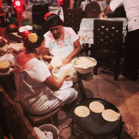 La Chaya Maya: Hand making the corn tortillas