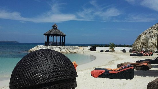 Secrets Wild Orchid Montego Bay: White sand!