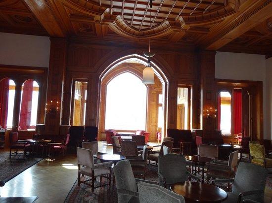 Badrutt's Palace Hotel: Холл отеля, который помнит Караяна, Чаплина, Эмира Катара, Одри Хепберн и других