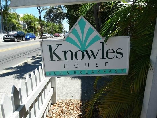 Knowles House B&B: Tastefully signed