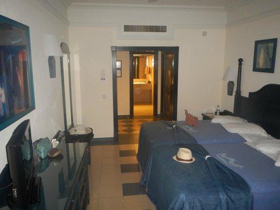 Hotel Riu Emerald Bay: our room