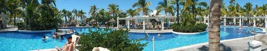 Hotel Riu Emerald Bay: pool area