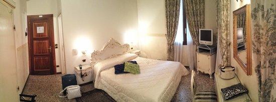 Hotel Villa Gasparini: Panoramica della camera 108