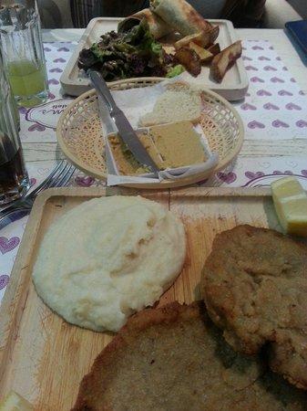 Oum's: Milanesa com pure e wrap de pollo