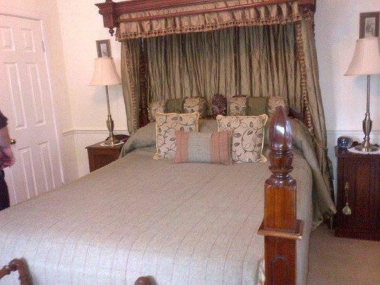 Kilmeny Country House: Oooh Luxury bed !