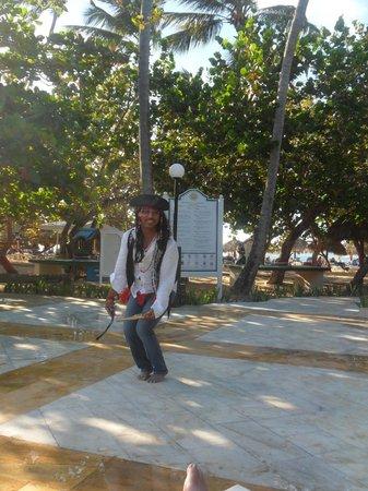 Grand Bahia Principe El Portillo: Entertainment