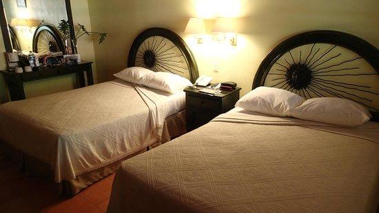 Hotel Chichen Itza: The room