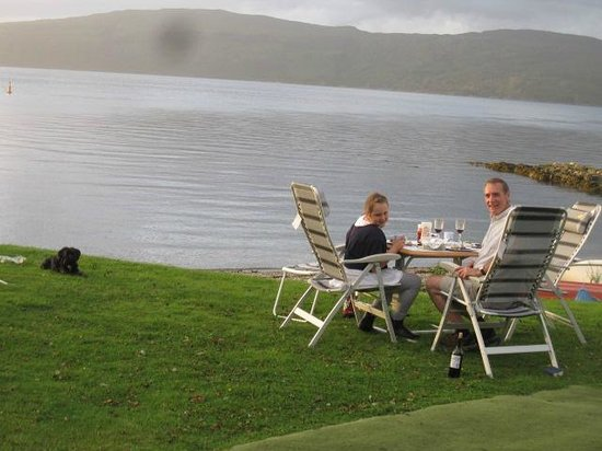 Shieling Holidays: bbq by the loch