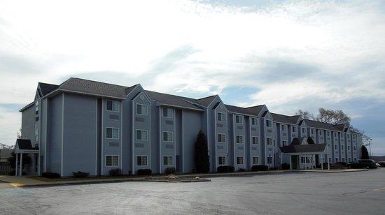 Microtel Inn & Suites by Wyndham Manistee: Manistee, MI - Microtel Inn & Suites Exterior