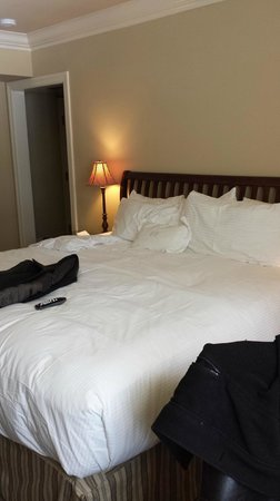 Harbour House Hotel: The bed was so huge and comfy