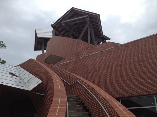 Ohr-O'Keefe Museum: Curvy Frank Gehry architecture