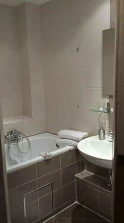 The Residence Les Ecrins: Bathroom