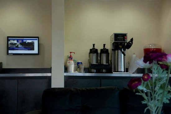 Best Host Inn: Free coffee and Internet use in reception