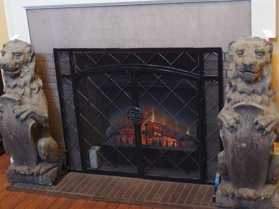 Hamanassett Bed & Breakfast : Fireplace