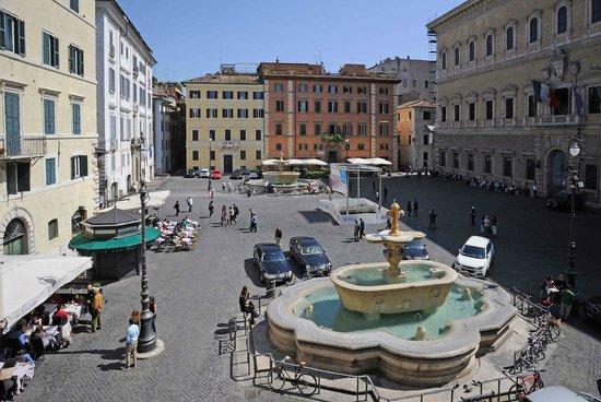 Piazza Farnese Luxury Suites: Panorama dalla finestra