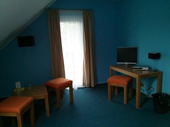 Hotel Star 1.2: TV und Balkontür