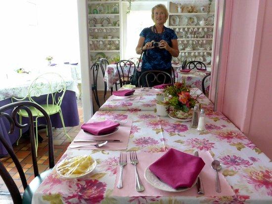 sun porch picture of lavender n lace tea room lake alfred tripadvisor. Black Bedroom Furniture Sets. Home Design Ideas