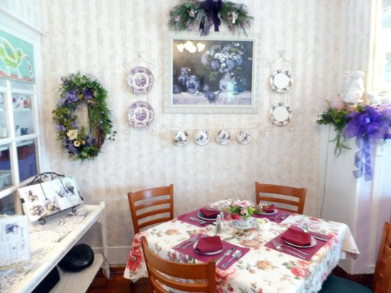 main dini ng room wreath over fireplace picture of lavender n lace tea room lake alfred. Black Bedroom Furniture Sets. Home Design Ideas