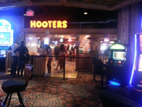 Hooters Casino Hotel: Famous Hooters Retaurant