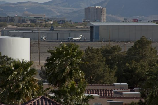 Hooters Casino Hotel : It is rather close to the airport