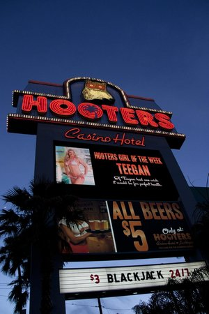 Hooters Casino Hotel : The sign