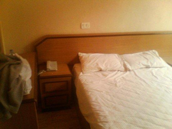 Hotel Congreso: Habitaciones bastante incómodas.