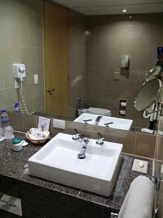 Sevilla Palace: El baño es todo nuevo y muy amplio y todos los dias vuelven a poner todo lo necesario!