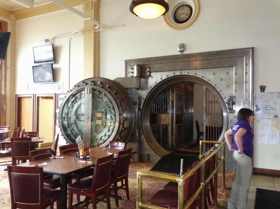 Hot Metal Diner: The famous vault