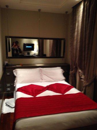 Hotel Lunetta: Linda habitación: impecable pero muy pequeña