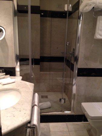 Hotel Lunetta: Baño nuevo, moderno y muy limpio