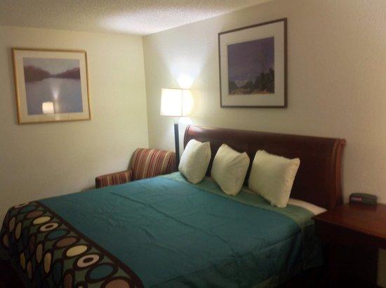 Super 8 Augusta/Ft Gordon Area : King bed