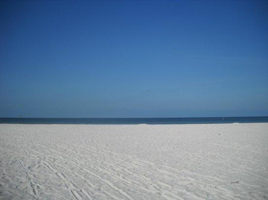 Casa Playa Resort: the beach