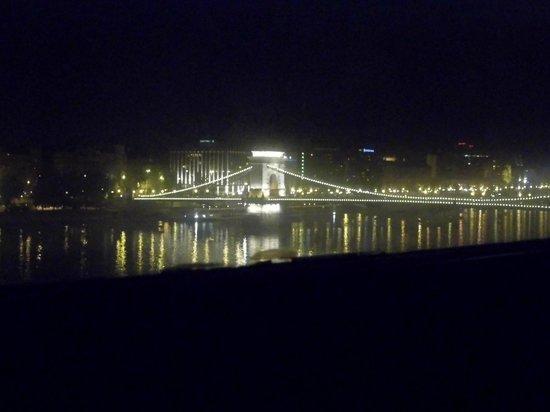 Boutique Hotel Victoria Budapest: Chain Bridge
