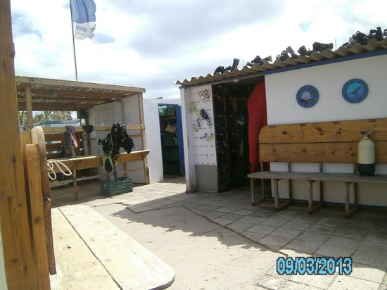 Deep Blue Diving Base: dive centre