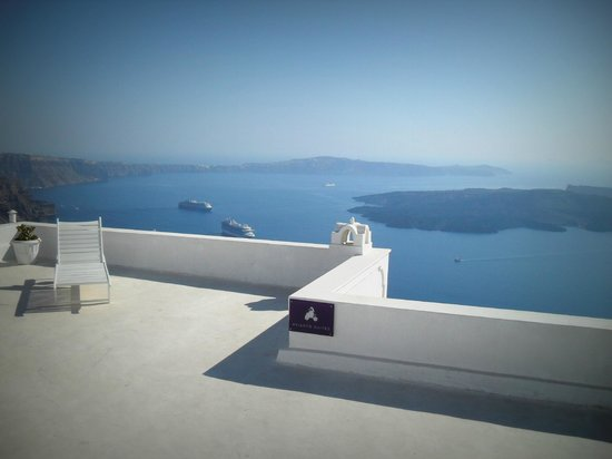 Avianto Suites : η θέα απτο ξενοδοοχεί