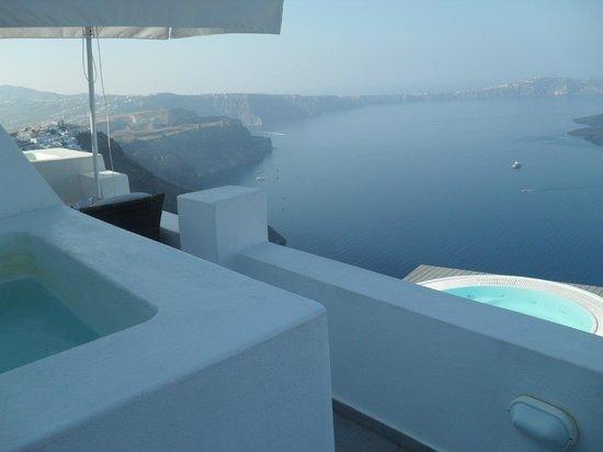 Avianto Suites: η θέα απτο μπαλκόνι