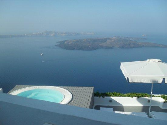 Avianto Suites: η θέα απττο μπαλκόνι