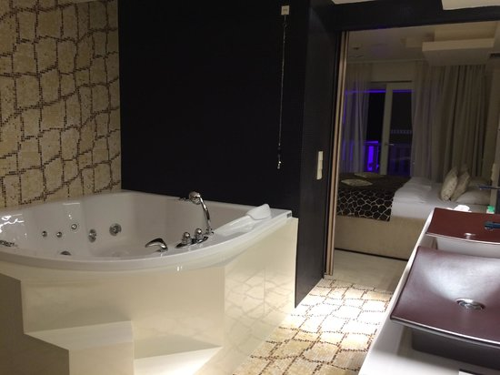 Hotel Damianii: Bathroom
