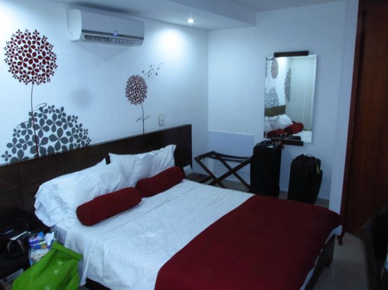 Hotel Florencia Plaza: Small room