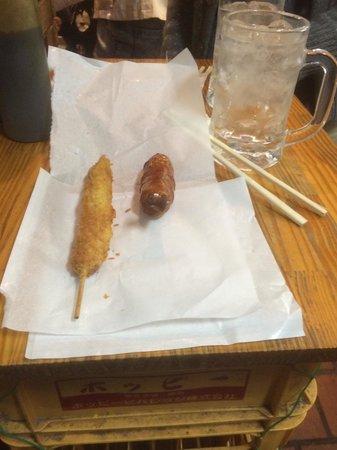Meat Oyama: 最近でたメニュー、ウインナー串と骨付きフランク